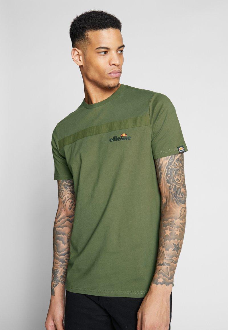 Ellesse - SALINE - Printtipaita - dark green