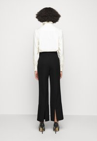 Victoria Beckham - STRAIGHT LEG TROUSER WITH TURN UP - Trousers - black - 2