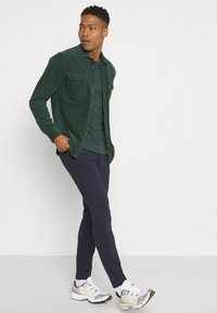Only & Sons - ONSMARK TAP PANT  - Spodnie materiałowe - dress blues - 3