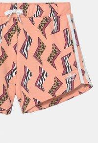 adidas Originals - ANIMAL PRINT  - Kraťasy - glow pink/multicolor/white - 2