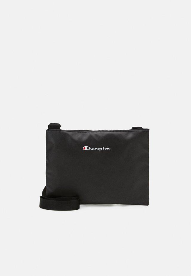 MINI SHOULDER BAG ROCHESTER - Taška spříčným popruhem - black