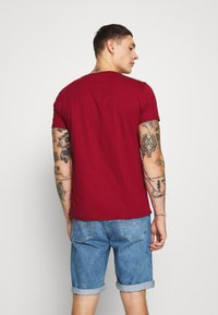 Tommy Jeans - ESSENTIAL SOLID TEE - T-shirt basic - wine red