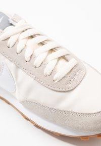 Nike Sportswear - DAYBREAK - Tenisky - summit white/white/pale ivory/light smoke grey/med brown - 2