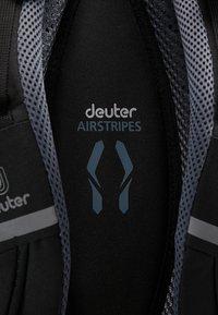 Deuter - GIGA BIKE - Rucksack - graphite/black - 10