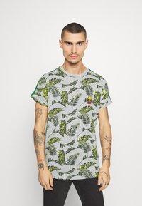 Brave Soul - FERNS - T-shirt print - grey/multi-coloured/bottle green/white - 0