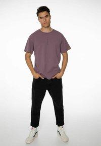 NXG by Protest - PENNAL - Print T-shirt - marron fabric - 1