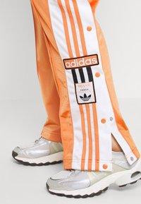 adidas Originals - ADIBREAK - Tracksuit bottoms - hazy copper - 4