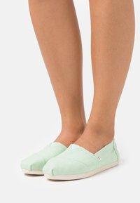 TOMS - ALPARGATA VEGAN - Nazouvací boty - pastel green - 0