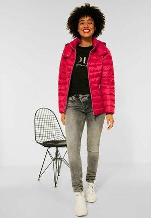 MIT KAPUZE - Winter jacket - rot