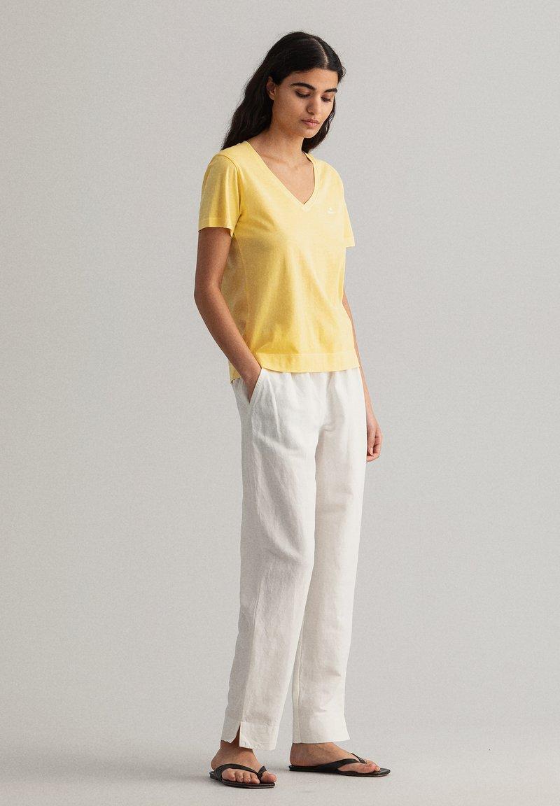 GANT - SUNFADED - T-shirt print - brimestone yellow