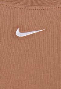 Nike Sportswear - Vestido ligero - archaeo brown/white - 8