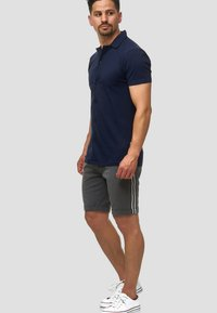 INDICODE JEANS - Shorts - charcoal - 1