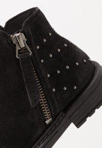 Geox - ECLAIR GIRL - Kotníkové boty - black - 2