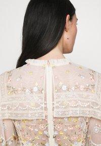 Needle & Thread - REVERIE ROSE MINI DRESS - Koktejlové šaty/ šaty na párty - champagne - 3