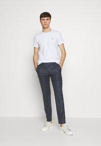 Hollister Co. - MUSCLE FIT CREW  - Camiseta estampada - white - 1
