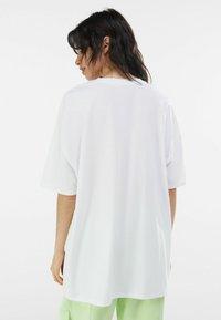 Bershka - Print T-shirt - white - 2