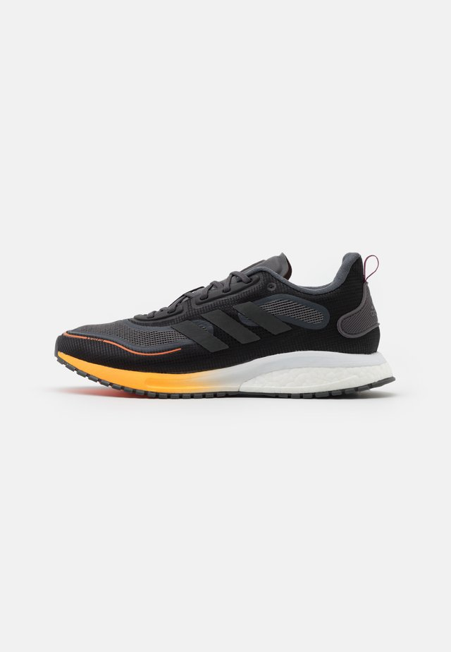 SUPERNOVA BOOST BOUNCE COLD RDY RUNNING SHOES - Chaussures de running neutres - core black/night metallic/signal organge