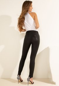Guess - Jeansy Skinny Fit - zwart - 5