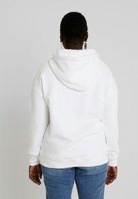 Urban Classics Curvy - Bluza z kapturem - white - 2