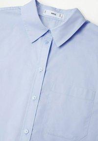 Mango - À POCHE - Button-down blouse - bleu ciel - 5