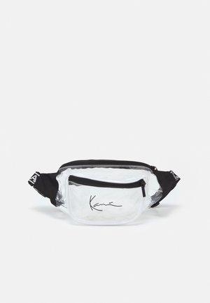 SIGNATURE TAPE WAIST BAG - Bum bag - transperent