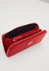 Tommy Hilfiger - POPPY SOLID - Wallet - red - 5