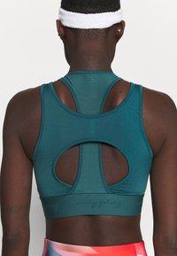 ONLY Play - ONPFODAI SPORTS BRA - Medium support sports bra - balsam - 4