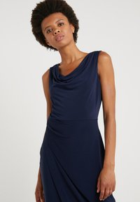 DKNY - SHEATH WITH RUCHING - Shift dress - midnight - 3