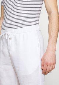 Frescobol Carioca - Pantalon classique - white - 3