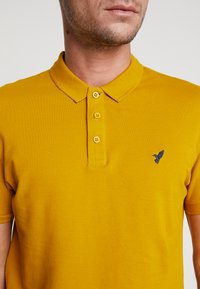 Pier One - Polo shirt - mustard - 5
