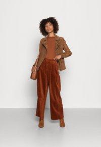 TOM TAILOR DENIM - COSY TEE - Long sleeved top - amber brown - 1