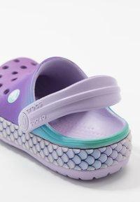 Crocs - CROCBAND MERMAIDMETALLIC - Pool slides - lavender - 2