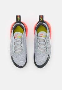 Nike Sportswear - AIR MAX 270 UNISEX - Sneakers laag - light smoke grey/white/dark smoke grey - 3