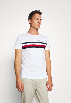 GLOBAL STRIPE TEE - T-shirt z nadrukiem - white