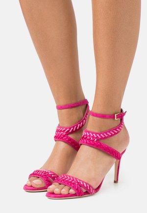 Sandály na vysokém podpatku - fucsia