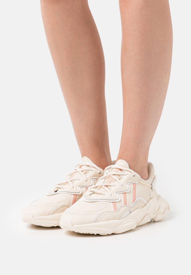 adidas Originals - OZWEEGO  - Baskets basses - white