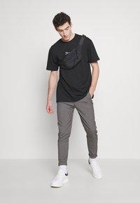 Zign - T-shirt imprimé - black - 1