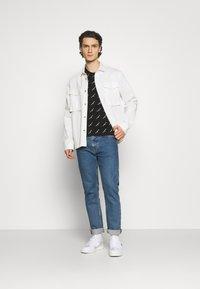 Calvin Klein Jeans - LOGO UNISEX - Print T-shirt - black - 1