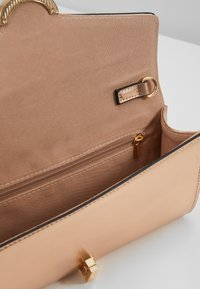 Dorothy Perkins - TWIST BAR CLUTCH - Clutch - rose gold-coloured - 6