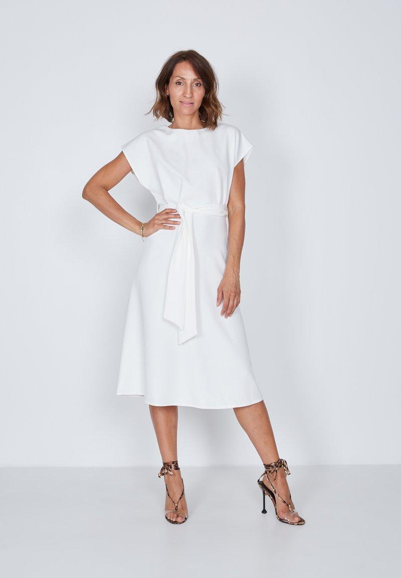 True Violet - Day dress - white