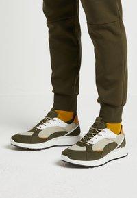 ECCO - Sneakersy niskie - grape leaf - 0