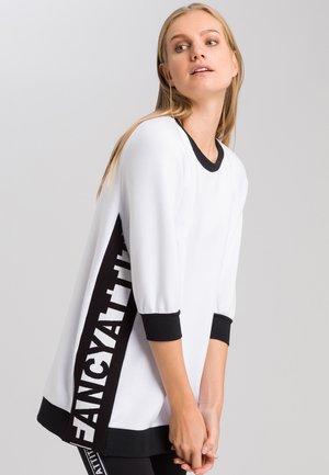 MIT SEITLICHEM SCHRIFTZUG - Sweatshirt - white