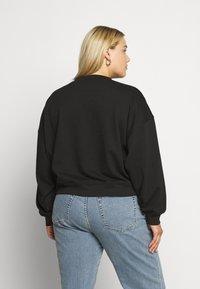 Missguided Plus - PLUS PRIDE SLOGAN  - Sweatshirt - black - 2