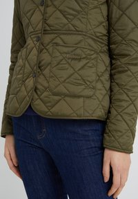 Barbour - DEVERON QUILT - Light jacket - olive/pale pink - 4