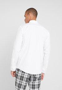 BY GARMENT MAKERS - THE ORGANIC SHIRT - Overhemd - white - 2