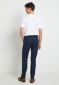Selected Homme - SHHYARD SLIM FIT - Chinot - dark sapphire - 2