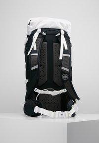 Mammut - LITHIUM PRO - Hiking rucksack - white/black - 2