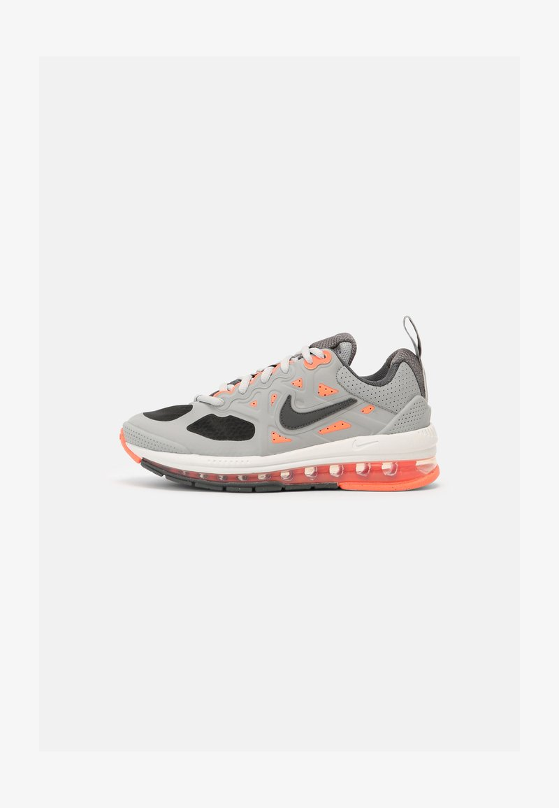 Nike Sportswear - AIR MAX GENOME UNISEX - Tenisky - light smoke grey/iron/bright mango/summit white