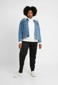 Urban Classics Curvy - LADIES BUTTON UP TRACK PANTS - Pantalones deportivos - black - 1