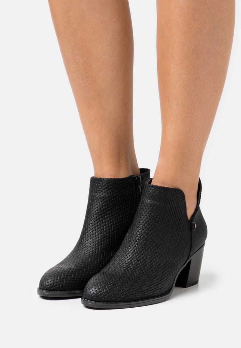 Call it Spring - LUCILLE - Kotníková obuv - black